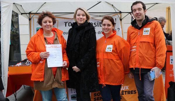 Claire Schweitzer liste Angers Citoyenne et Populaire avec les membres de L214