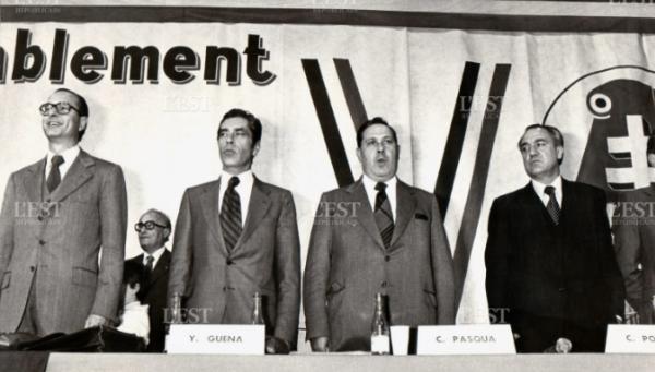 Lors d'un meeting gaulliste Yves Guéna avec Jacques Chirac, Charles Pasqua et Christian Porcelet Photo Bernard Utard