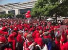 6000 Bretons à Paris pour défendre leur banque Arkéa