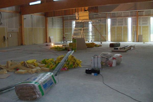 La salle tir à l'arc et tennis de table.