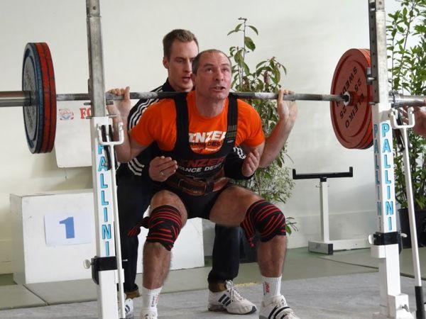 P. Adam au squat