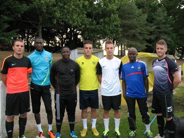 Jean-Philippe Caillard, Yakouba Seidy, Bambrice Gomis, François Métayer, Damien Jaffré et Maké M'Linde (de gauche à droite), les principales recrues guérandaises en compagnie de l'entraîneur-joueur Fabrice Glet (à droite)