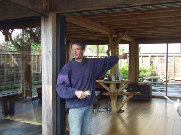 Pour «être dedans-dehors», Philippe Picaud a installé de grandes baies vitrées au rez-de-chaussée.