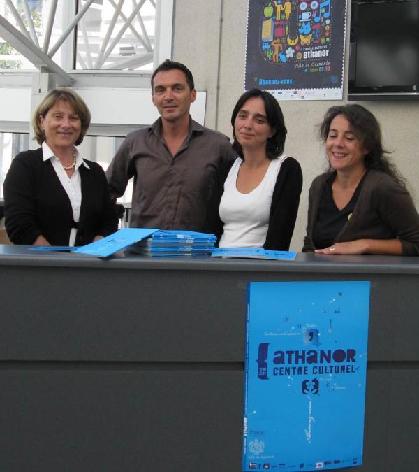 Laurent Blanchard entourée de l'équipe du service culturel