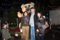 Stéphanie Boyer-Lechat, Pierre Sastre et Danielle Margelli de la mairie de La Baule devant le Nounours articulé.