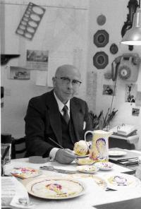 J.A. Mercier décorant un service de table pour Villeroy & Boch 1983