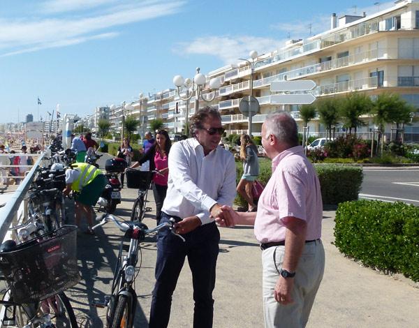 Luc Chatel est arrivé en vélo accueilli par Gatien Meunier