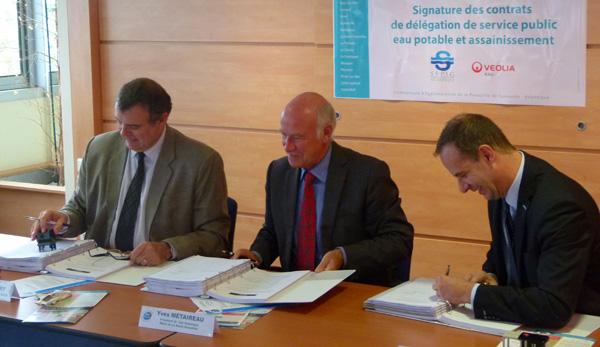 Thierry Chatry, Directeur délégué Ouest de la SAUR, Yves Métaireau, Président de Cap Atlantique, Olivier Bret, Directeur Grand Ouest de Veolia
