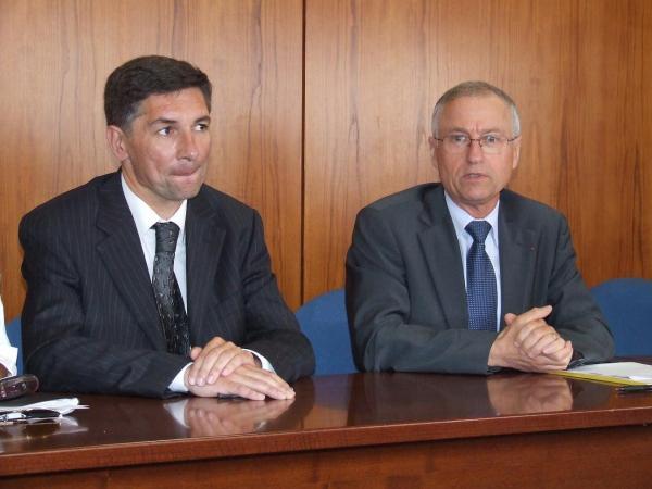Jean-Luc Legrand, proviseur par interim, et Bernard Javaudin, inspecteur d'académie.