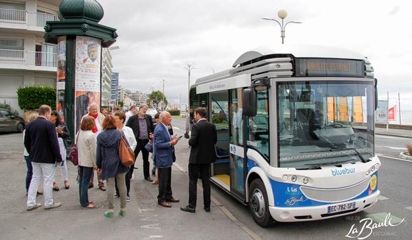 Inauguration de na navette électrique en présence d' Yves Métaireau Maire de La Baule