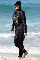 Burkini  � La Baule�: Yves M�taireau (LR) choisi l�eau ti�de