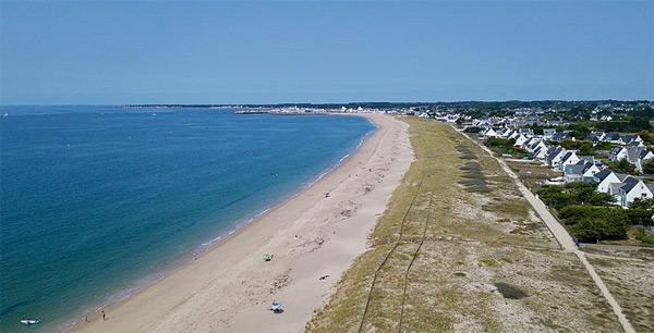 Légende : Le littoral a été entièrement nettoyé par des dizaines de bénévoles photo : Cédric Quillévéré