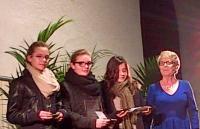 Clotilde Lacroix, Léa Blanchard et Caroline Letellier recoivent la médaille de la Ville