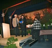 Alain Bertin reçoit la médaille de la Ville