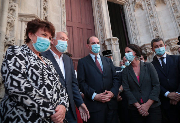 Roselyne Bachelot, Jean-Marc Ayrault, Jean Castex, Johana Rolland, Gérald Darmanin devant la cathédrale de Nantes