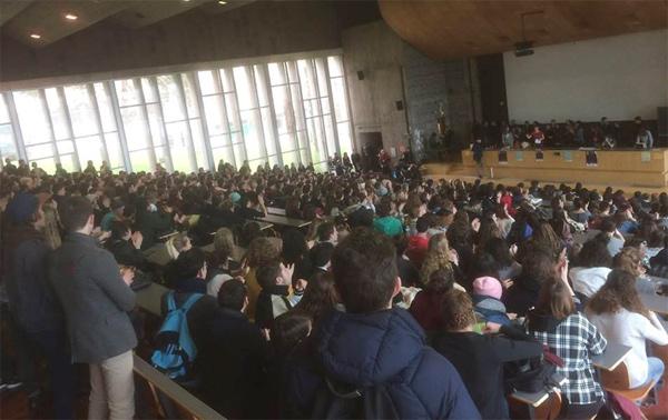 800 personnes en AG pour organiser la résistance