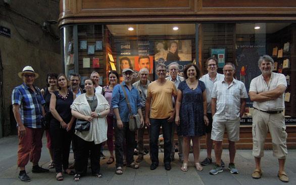 Les Romanciers Nantais photographiés à la sortie de leur AG, mercredi 3 juillet 2019, devant la devanture Coiffard. Le célèbre libraire nantais a été l'un de leur partenaire lors de la manifestation Débord de Loire )