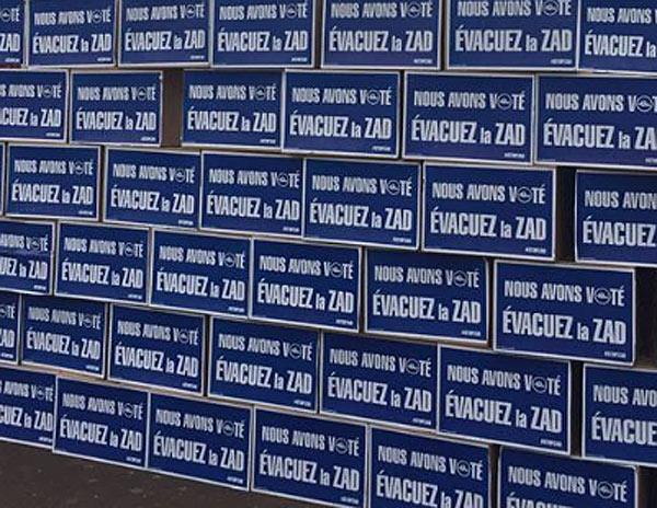 Mur bulletins de vote OUI à NDL