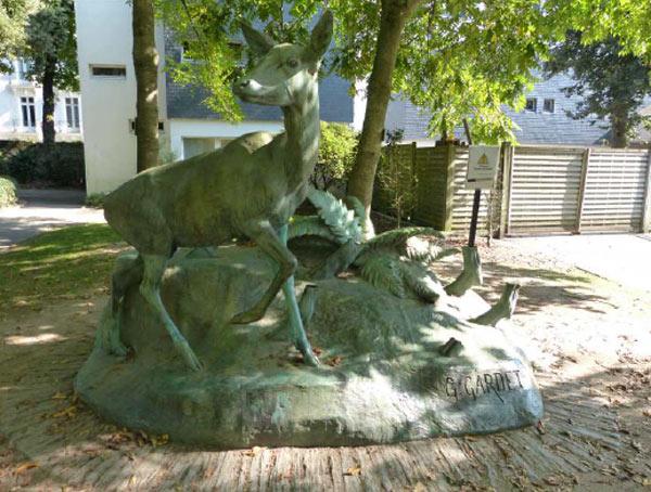Octobre 2017 : Ce qu'il restait de la statue au Jardin des Plantes avant restauration