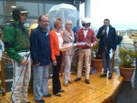 Alain Loret Mylène Le Pape et Colette Capisano remettent les prix de la seconde course