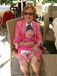 90 ans séparent Josune de Juliette, sa 22e arrière petite-fille !