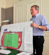 Robert Belliot présente le plan du nouveau stade
