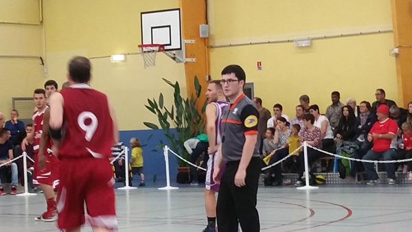Mathieu Coupé, jeune arbitre principal et membre de l'ES Pornichet Basket a sifflé la grande finale seniors hommes