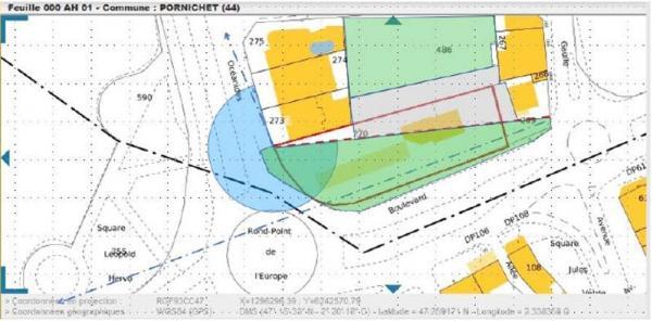 Fig. 5 : une autre répartition de l'espace. En vert les zones arborées, en gris la zone constructible, en rouge pointillé, la limite d'ouverture paysagère, en bleu le champ visuel du lien Front de mer-coeur de ville.