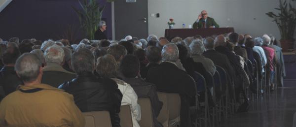 Le public venu nombreux à l' hippodrome