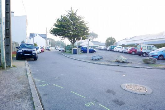 Le parking des Ramiers, complet, un mercredi matin de décembre hors vacances scolaires et sans école à proximité !