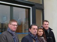 Les membres du comité de soutien autour de la commerçante de Saint-Nazaire