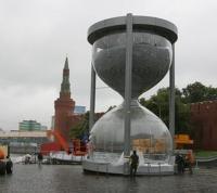 Le plus grand sablier du monde à Moscou en 2011