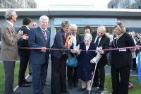 C'est Petra Gagnereaux, 90 ans et habitant en maison de retraite depuis 1987 qui a été la première à couper le ruban tricolore.