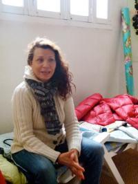 Dominique Delalande sur son lit de repos dans son magasin Lethu