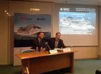 Laurent Castaing, Directeur Général de STX France (à gauche), et Henri Doyer, responsable affaires annoncent la commande de MSC