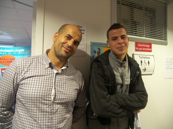 Omar El Houmri, chargé de mission CFDT pour la lutte contre les discriminations raciales au travail et Ahmed, à la recherche d'un emploi