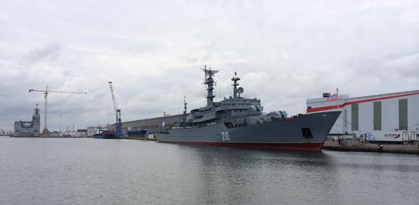 le Smolny au fond le Vladivostok