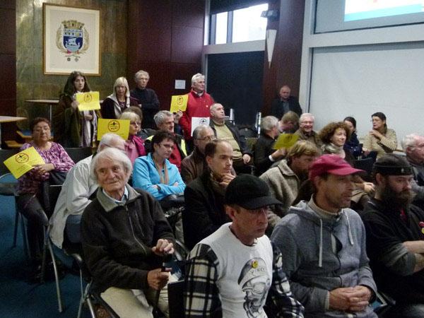Gille Denigot et quelques manifestants contre le projet de Notre-Dame-des-Landes sont venus se glisser parmi le public du conseil municipal