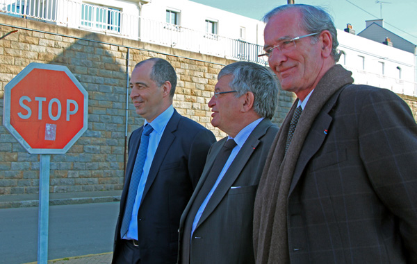Stop ou encore ? Le trio semble vouloir mener le projet jusqu�� son terme. De gauche � droite Jean-Pierre Chalus directeur du Port, Jacques Auxiette pr�sident de la R�gion et Jo�l Batteux maire de Saint-Nazaire.