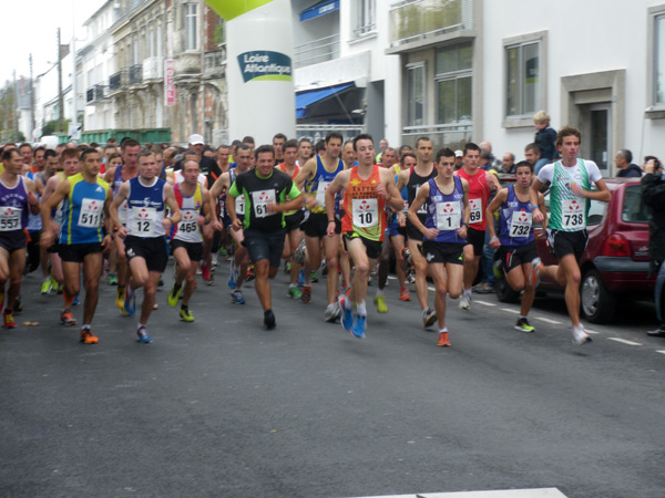 plusieurs centaines de concurrents ont pris le départ des dix kilomètres des Foulées Nazairiennes.