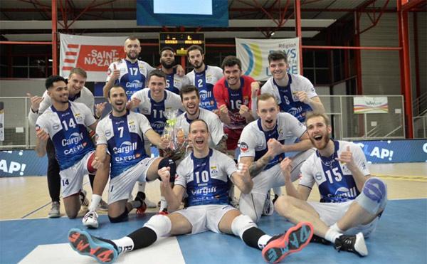 Les joueurs du SNVBA après la victoire sur Martigues