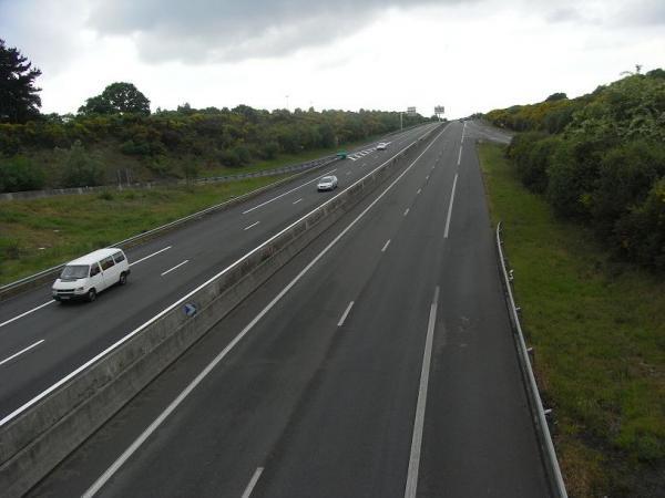 43 000 véhicules en moyenne empruntent chaque jour la portion de la route bleue limitée à 90 km/h.