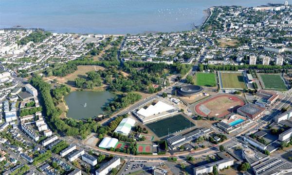 Aquaparc est idéalement situé à la plaine des sports