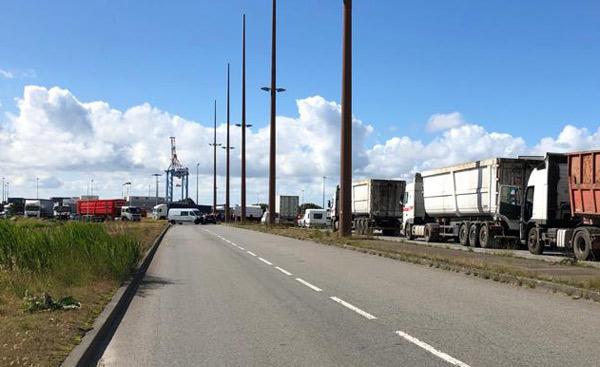 Les portuaires inquiets bloquent l'accès à Général Electrique ©JR