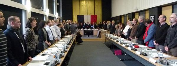 Les élus de Saint-Nazaire chantant la Marseillaise