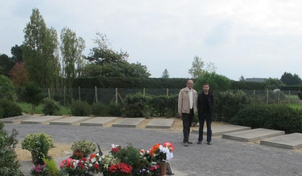 Philippe Frèche et Hassan Bouazzi devant l'espace des deux communautés.