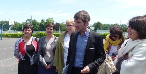 Les élus du conseil régional accompagnés de Madame la proviseure d'Aristide Briand