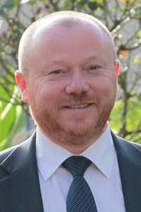 Christian Leclerc maire de Champlan refuse l'inhumation d'un bébé rom