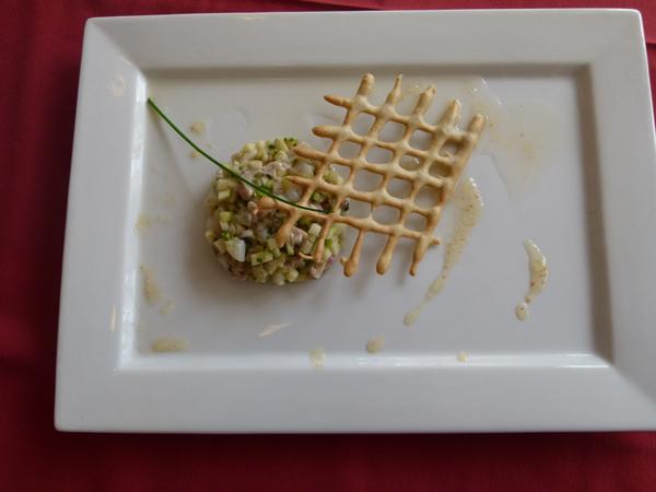 Sophie Riaud Tartare d'huîtres et Saint Jacques Granny Smith et son écume de mer Gelée de cidre au piment d'Espelette et croustillant blé noir