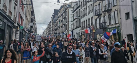 Manif anti pass à Brest la foule un 7 août